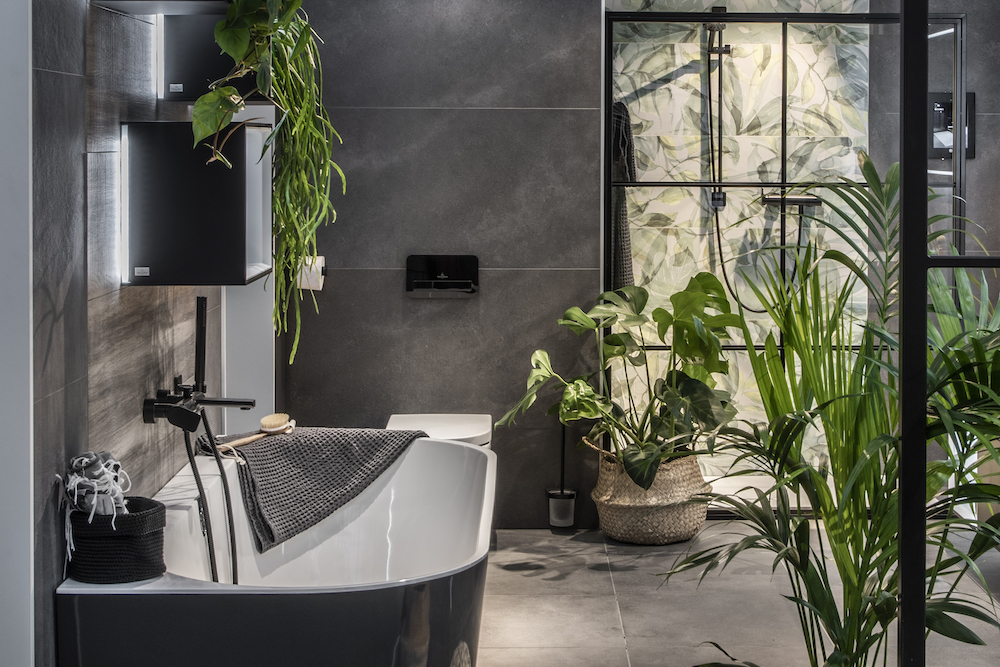 Half vrijstaand bad met luxe uitstraling