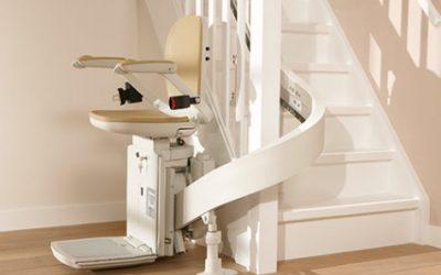 Zelfstandig blijven en jezelf verhuisstress besparen met een traplift